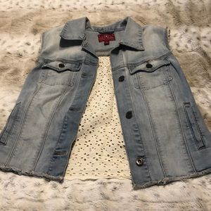 Jean vest with lace back detailing